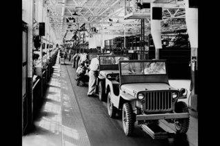 1941_jeep_assembly_line